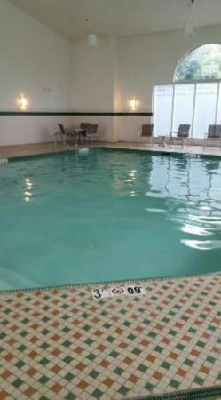Holiday Inn Express & Suites Manassas: Very nice pool