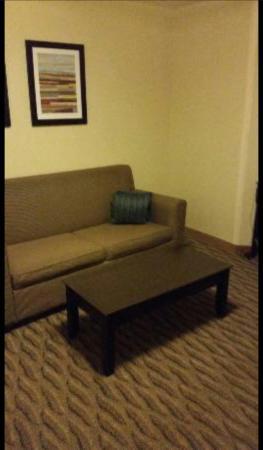 Holiday Inn Express & Suites Manassas: Sleeper sofa in separate room