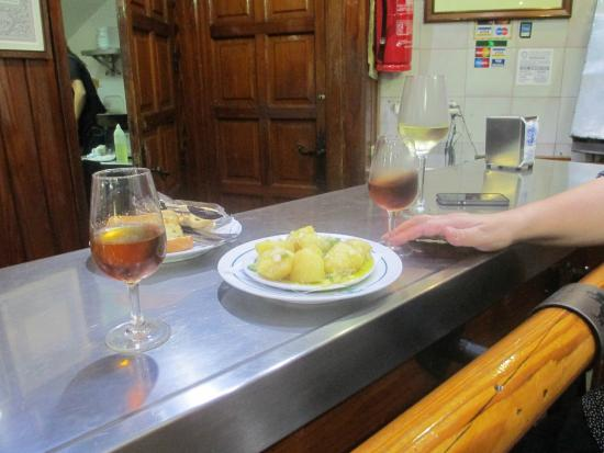 Azahar Sevilla Tapas Tour: Spiced Potatoes and Sherry