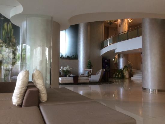 Viva Garden Serviced Residence: Entrance lobby