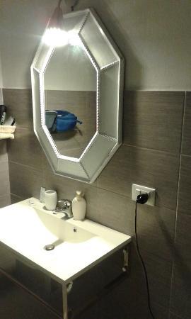 specchio bagno - Picture of Il Giardino, Castellammare del Golfo ...