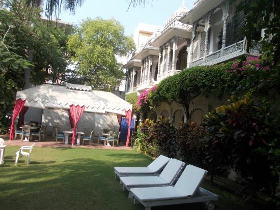 Rangniwas Palace Hotel: Outside of mail building