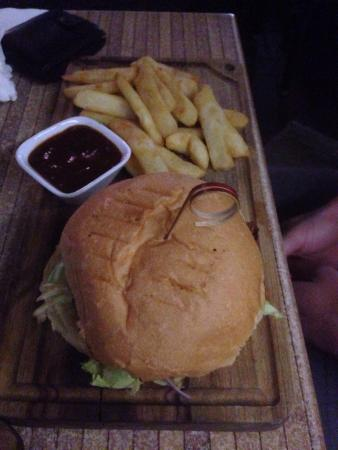 Waterfront Grill: Angus burger