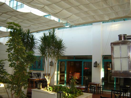 Amira Hotel : Патио