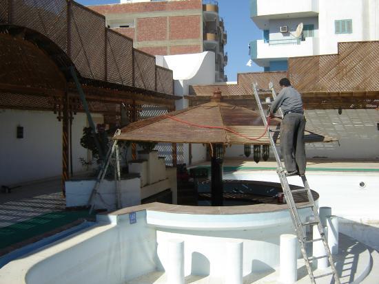 Amira Hotel : Ремонт бассейна
