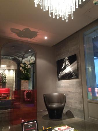 Hotel Sezz Paris : Arriving in this Reception Area, you know the rest of the hotel will be great