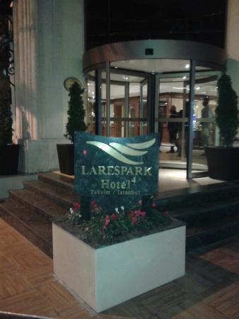 LaresPark Hotel: Entry