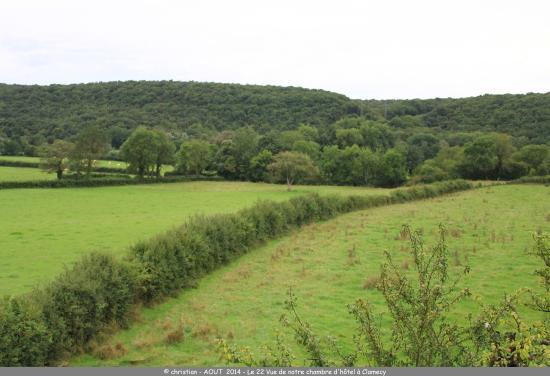 Dornecy, France : Le matin au réveil, vue calme sur la campagne