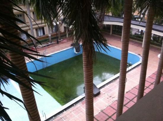 Kim Lien: Enticing pool!