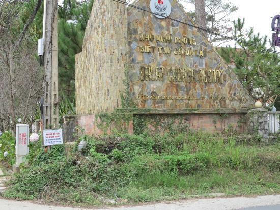 Dalat Cadasa Resort: Cổng vào