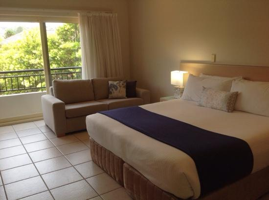 Terrigal Sails Serviced Apartments: spa bedroom
