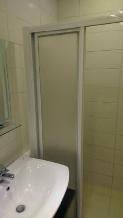 Lishan Guest House: 簡陋的淋浴間.