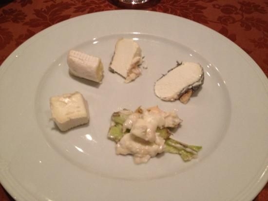 Il Clandestino: Various kind of cheese