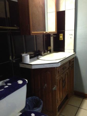 Managua Hostel Ida: bathroom sink