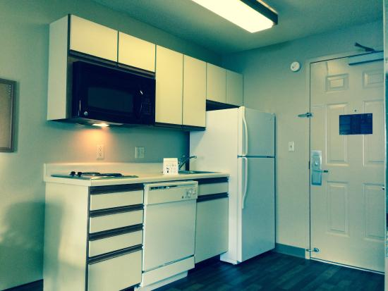 Extended Stay America - Wilkes-Barre - Hwy. 315: Kitchen in room!! Stove Top Range, Hardwood Floors, Full Sized Fridge, plenty of storage space a