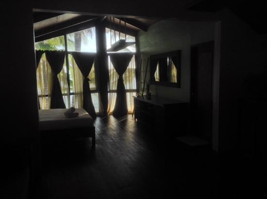 Swiper's Inn: spacious room