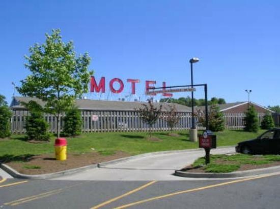 Mayflower Motel Milford: Exterior View