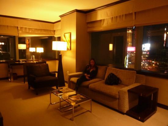 estar comedor con escritorio y sofa cama - Picture of Vdara Hotel ...