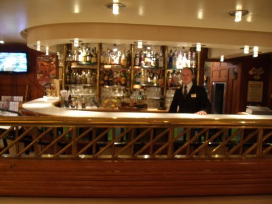 BEST WESTERN Hôtel de Dieppe : Jérôme le barman