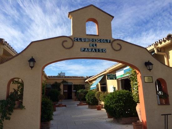 El Paraiso Golf Club : the front door