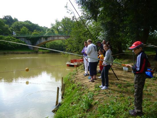 Moncrabeau, France : pêche bord de riviere