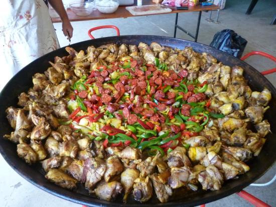 Moncrabeau, France : soirée paella