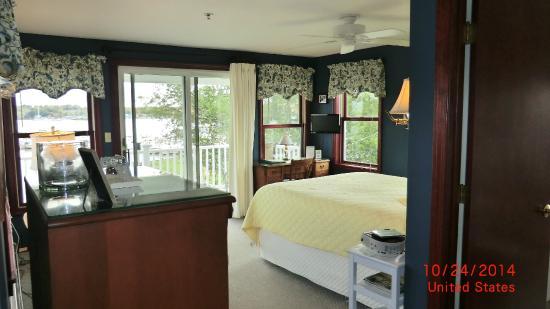 Inn at Harbor Hill Marina : Room with Balcony