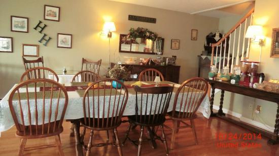 Inn at Harbor Hill Marina : Breakfast Room