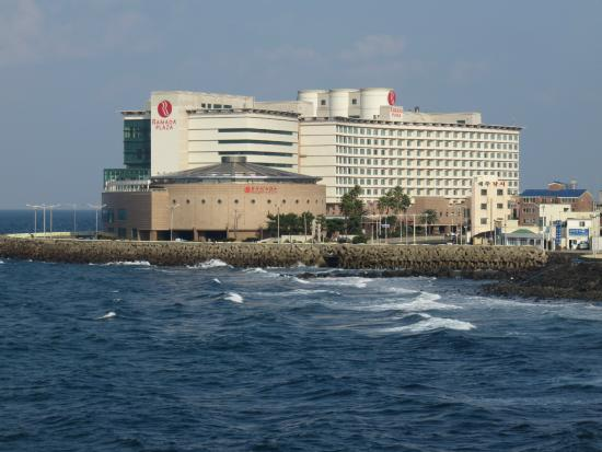 Ramada Plaza Jeju Hotel: exterior view from taken from dragon head complex