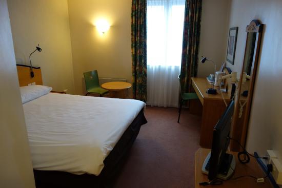 Ibis Cardiff Gate: Room 102