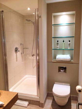 Staybridge Suites London-Stratford City: Spacious shower and very clean