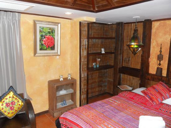 Jangmuang Boutique House: Bedroom at the front. Room 101.