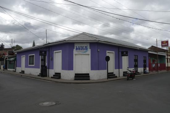 Luna International Hostel: Front view