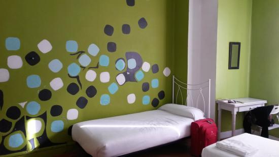 Russafa Youth Hostel: Una stanza pop