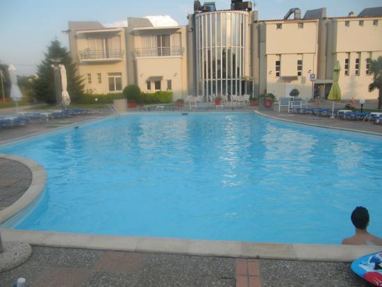 Filia Hotel: η πισινα