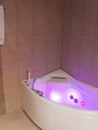 Thermes Luxury Villas: Whirlpool