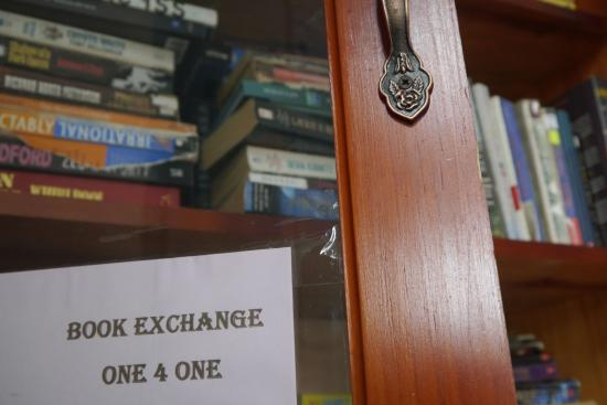 Luna International Hostel: Book exchange
