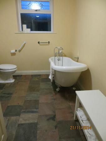 Wembdon, UK: Bathroom (shower not visible)