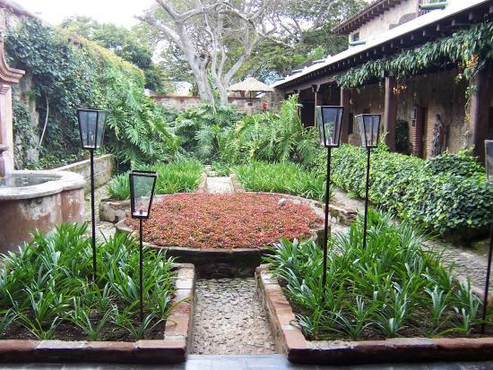 Casa santo domingo gardens restaurante casa santo for Restaurante casa jardin
