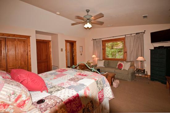 Sunflower Hill, A Luxury Inn : Bowrey room