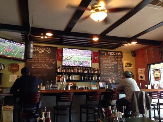 Jernigan's Tap House and Grill: Ever changing beer selection and the game!
