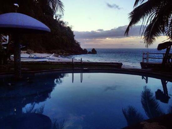El Canonero Diving & Beach Resort: view at sunset