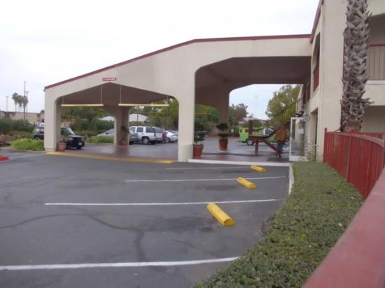 Motel 6 Lodi : Entry with access to reception