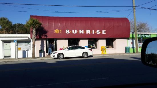 Sunrise Restaurant: Entrance