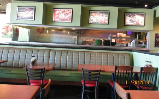 Humdingers Fire Grill Fish and Chicken: Interior