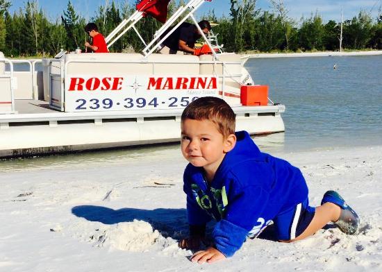 Rose Marina Boat Rentals : Hanging out at Keewaydin