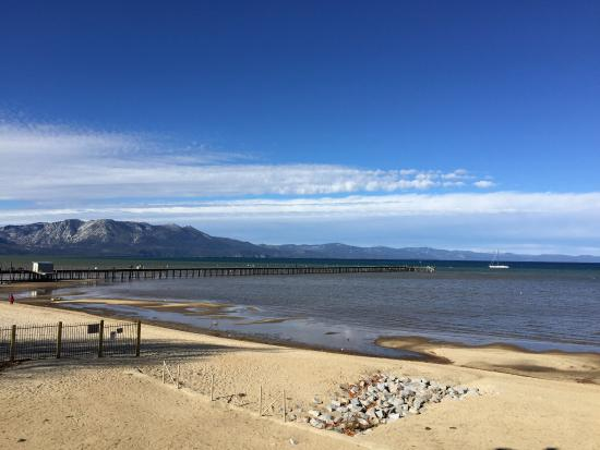 Tahoe Lakeshore Lodge and Spa: Beautiful view from the patio!
