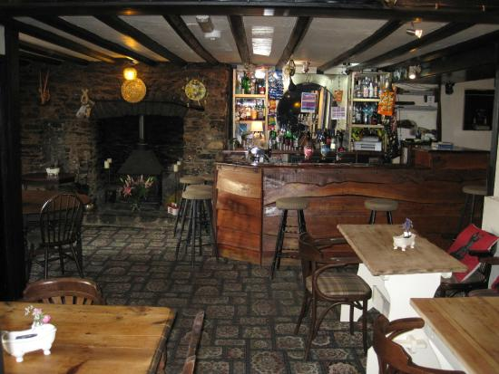 Broadhempston, UK: bar
