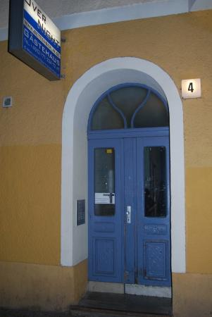 AS Apartmenthaus: The front entrance