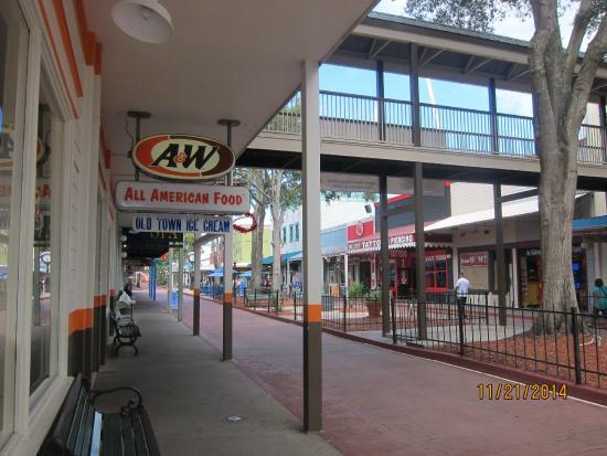 A&W Restaurant: outside